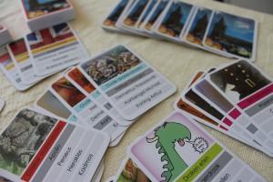 Een kleurrijk kwartetspel over ridder Joris